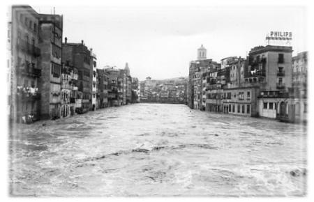 Riu Onyar al seu pas per Girona